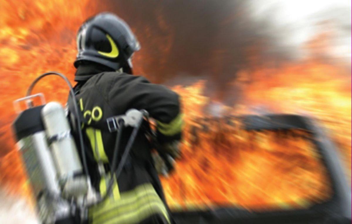 Incendiata automobile di medico a Maierato