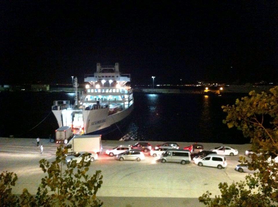 porto-reggio-traghetti-caos-4[1]