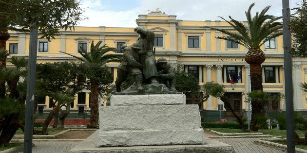 Catanzaro pzza Matteotti statua madre dei caduti