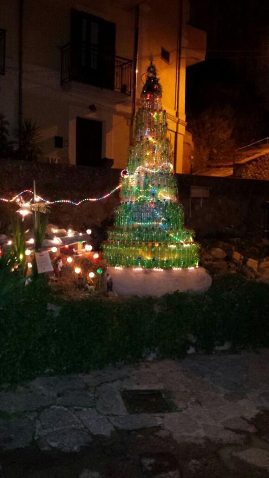 Albero di Natale riciclato Isca sullo Ionio