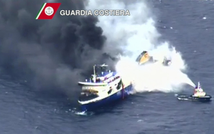 Norman Atlantic in fiamme