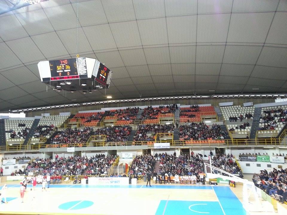 Viola Basket Palapentimele pieno di tifosi