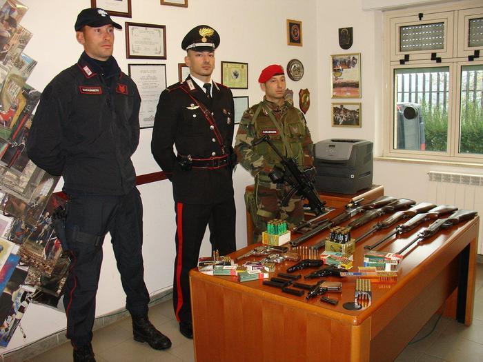 San Calogero Vv - Pistole e fucili in un casolare