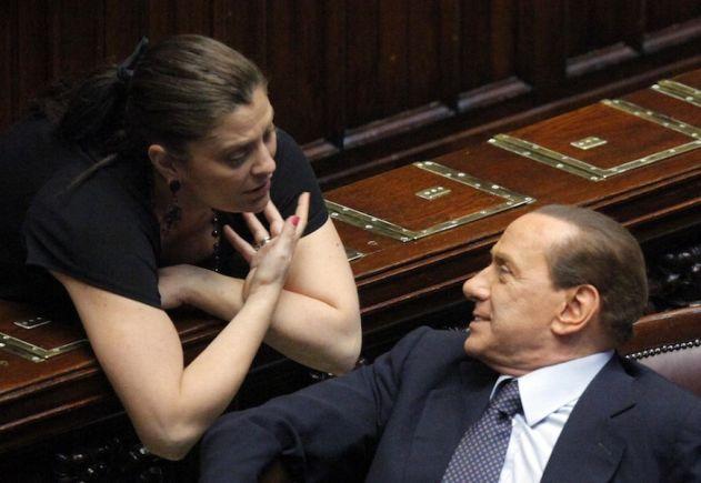 Jole Santelli alla Camera dialoga con Silvio Berlusconi