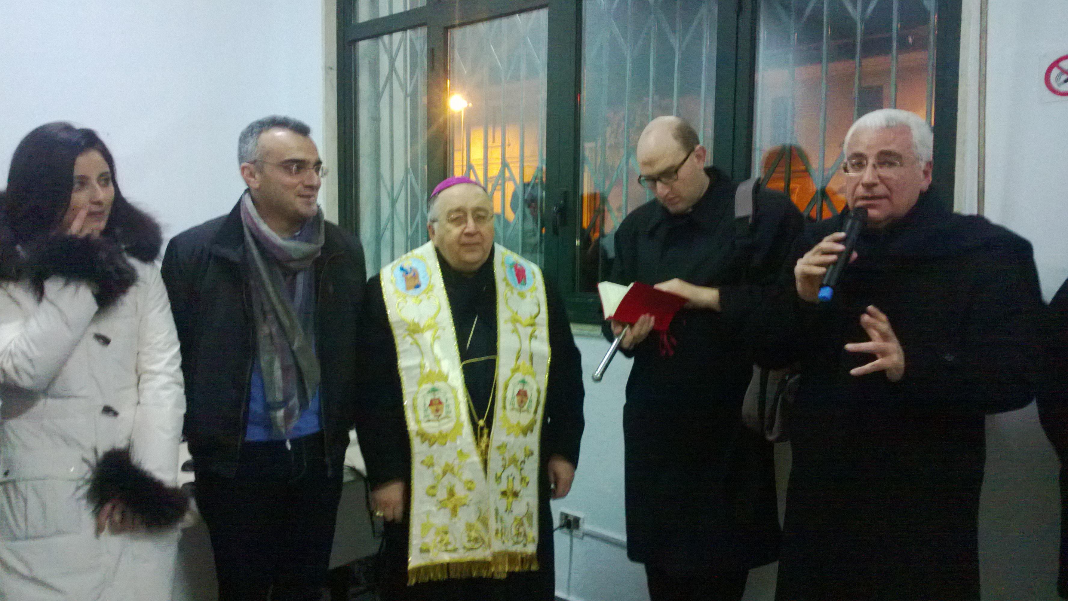Il momento della benedizione, presenti l arcivescovo Morosini e gli assessori Marino e Marcianò