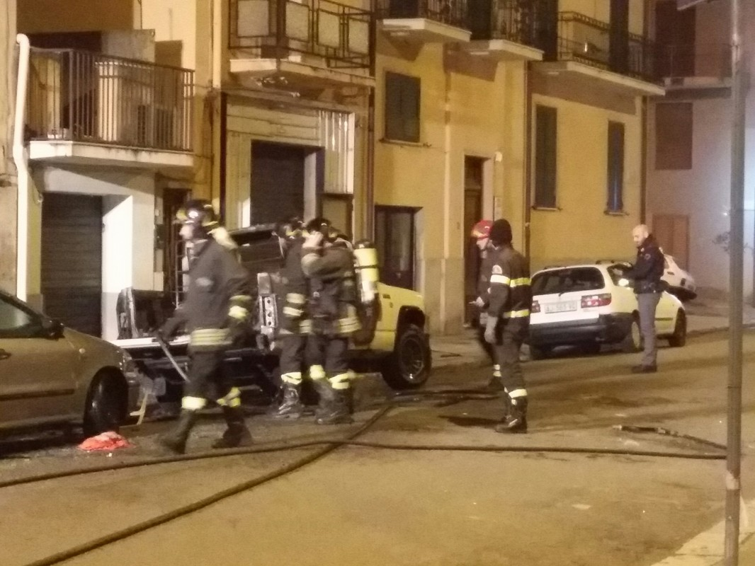 auto esplode in via marvasi