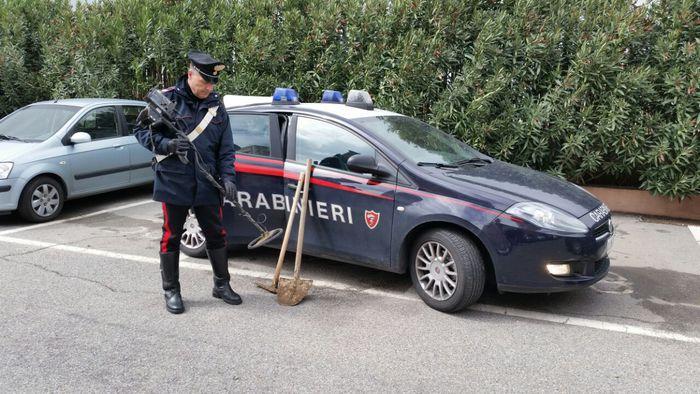 Sorpresi a scavare in zona archeologica Capo Rizzuto, cinque arresti