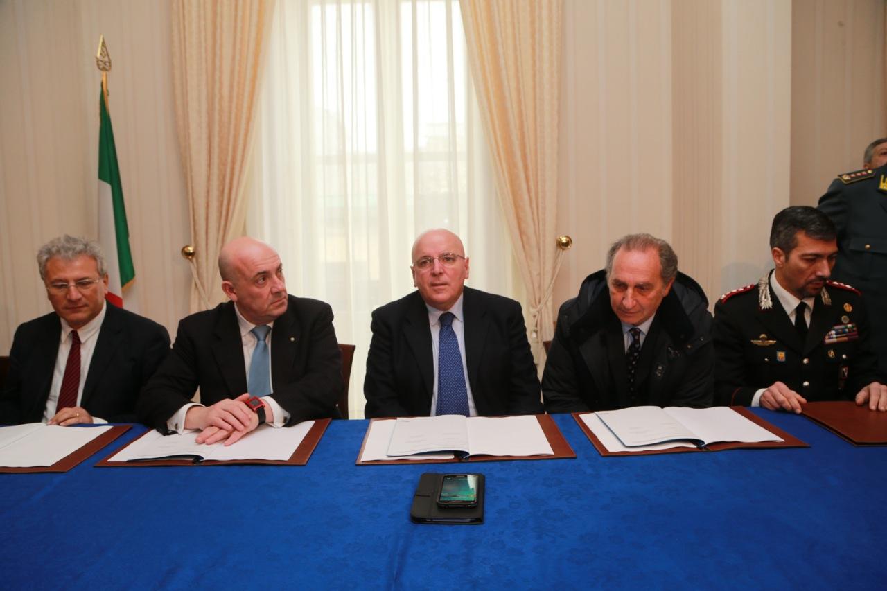 oliverio firma protocollo ospedale vibo 01[1]