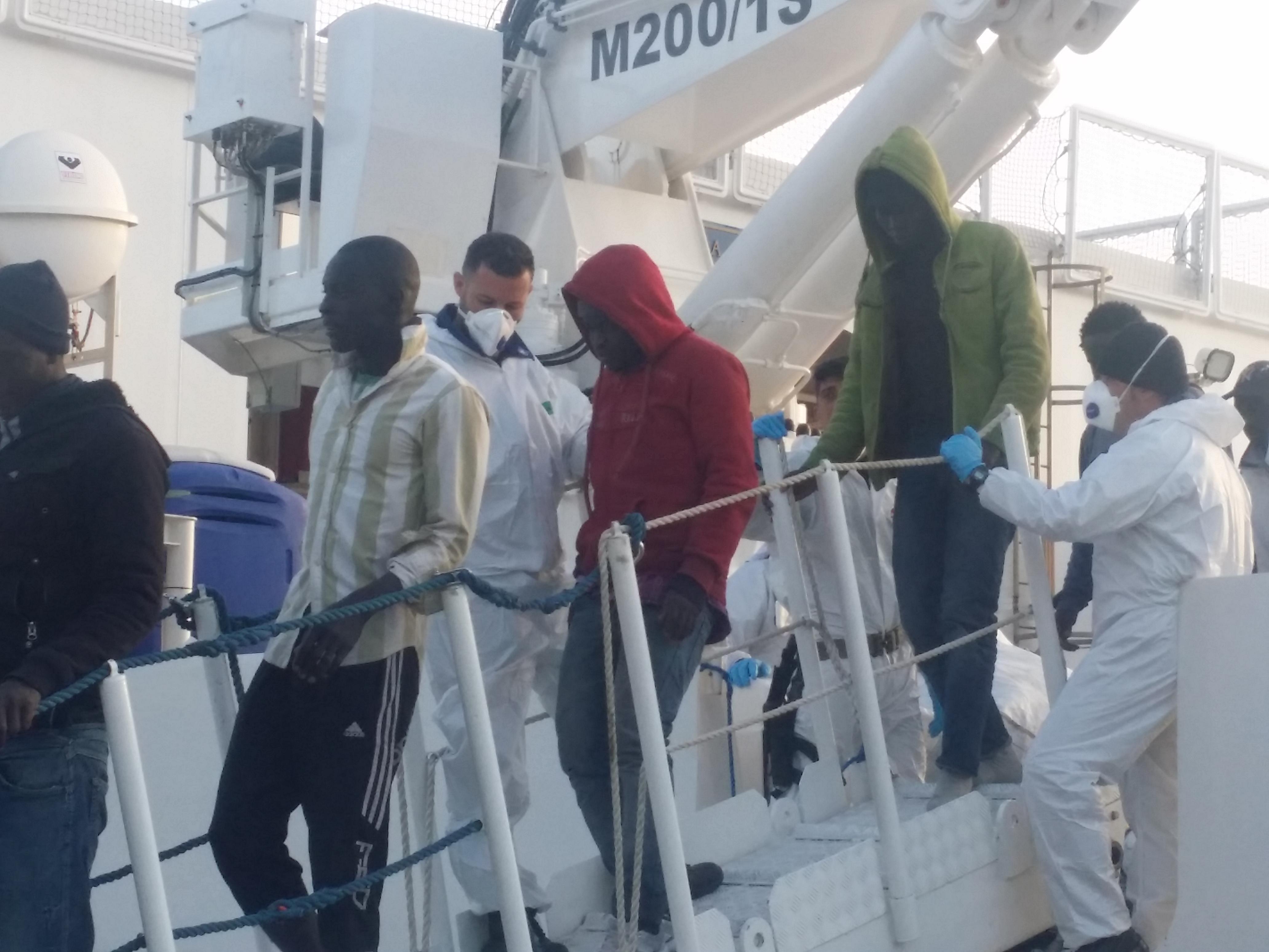 migranti porto reggio