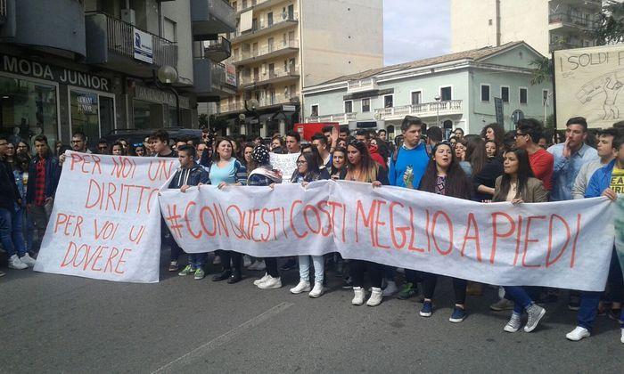 Protesta contro rincaro trasporti nel cosentino