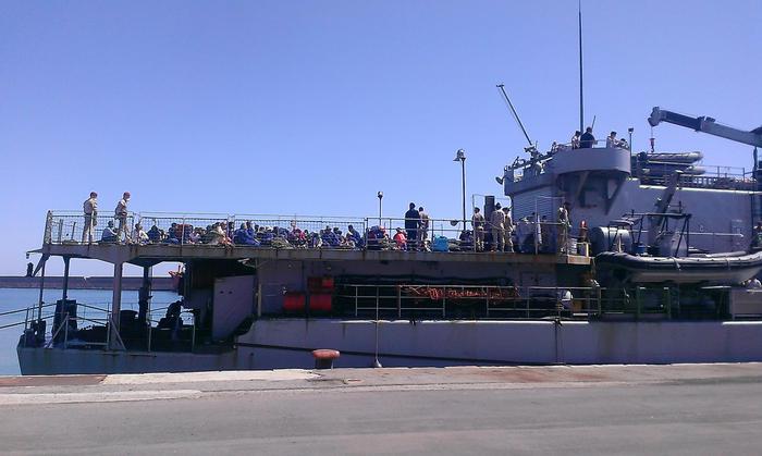Immigrazione:in 203 giunti con nave militare belga a Crotone