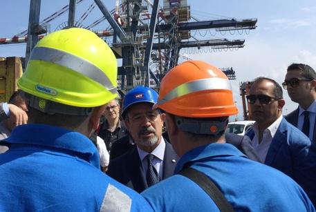 Barbagallo incontra i portuali Gioia Tauro