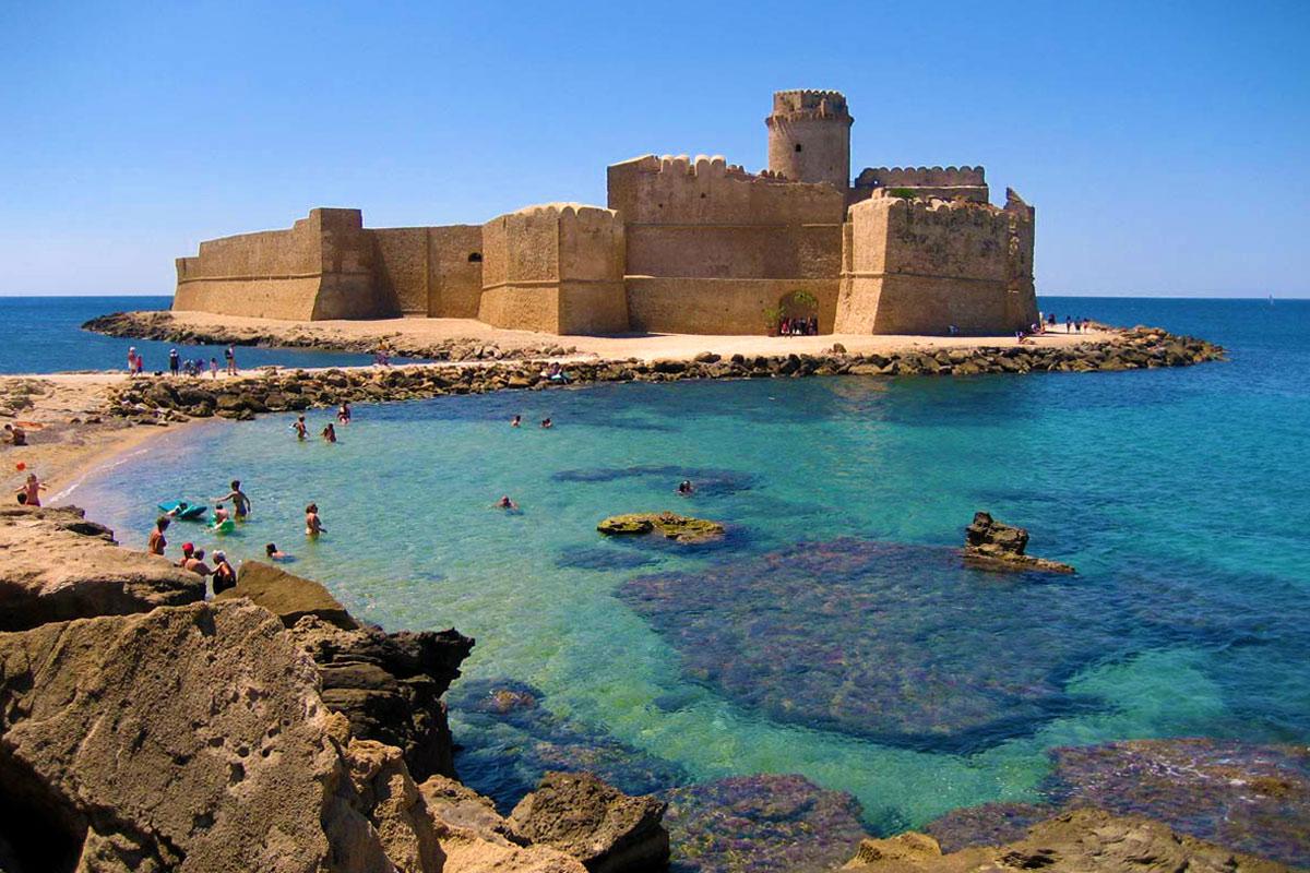 Isola_di_Capo_Rizzuto_Spiaggia_di_Le-Castella