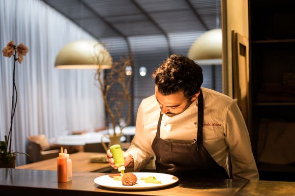 Capatosta New York Lo chef Antonio Mermolia all'opera