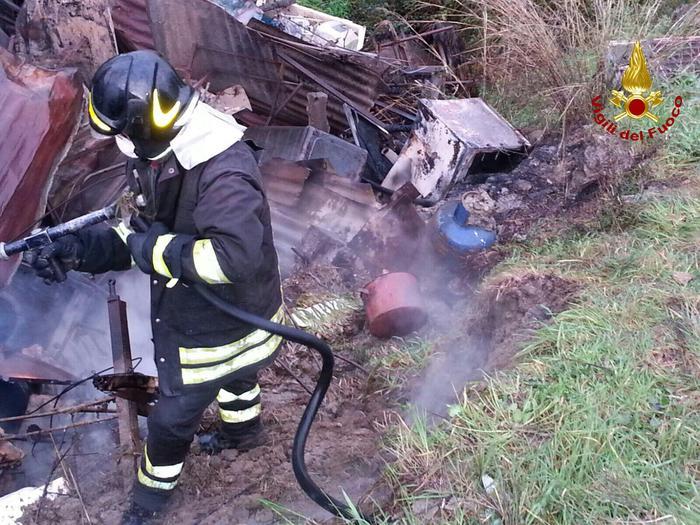 Intervento vigili del fuoco per incendio magazzini Roccabernarda