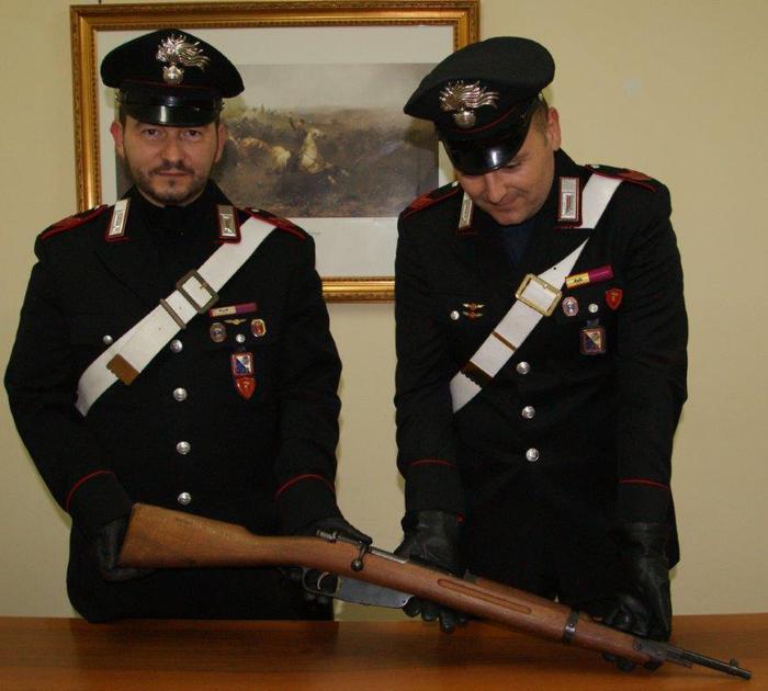Carabinieri sequestrano fucile, un arresto