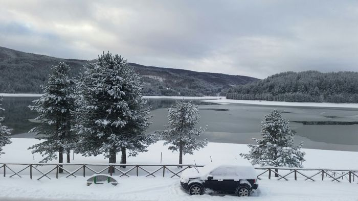 Lago Arvo Lorica ghiacciato