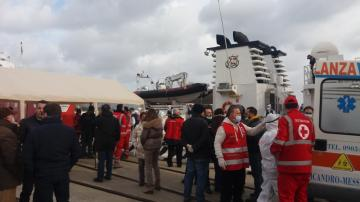 Sbarco migranti porto di Messina