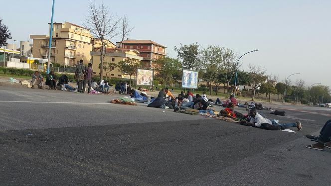 Migranti in strada