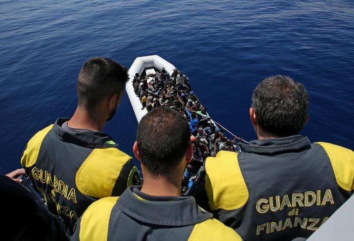 Immigrazione: a Catania pattugliatore Gdf con 220 migranti