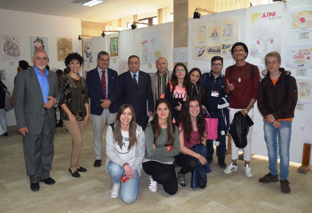 da sx Palmenta, Poletti, Barresi, Pavone e Caridi con gli studenti