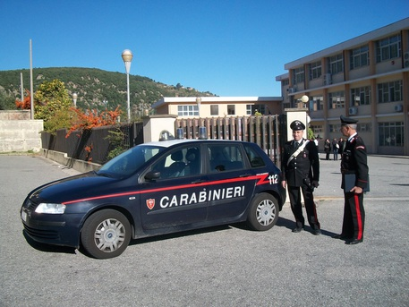 Carabinieri denunciano genitori per evasione scolastica