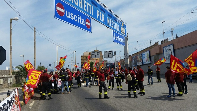 Vigili del fuoco protesta a Villa San Giovanni