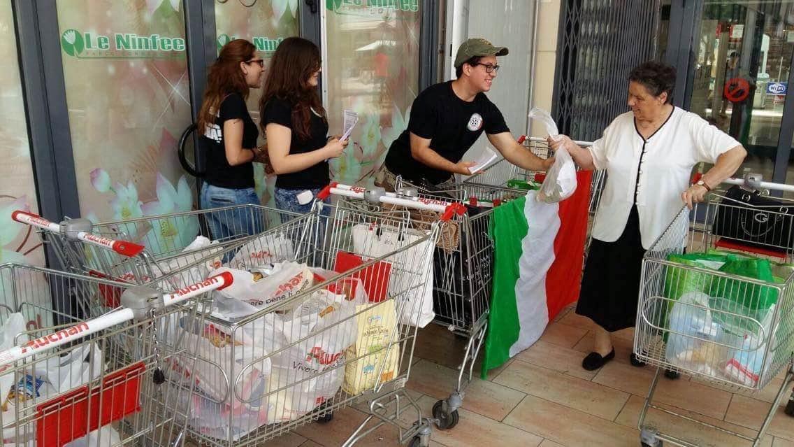 """Reggio Calabria - CasaPound: """"Un successo la raccolta alimentare per le famiglie italiane bisognose"""""""