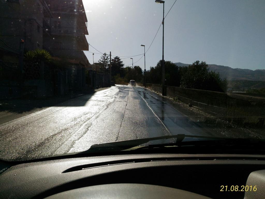 Reggio - Perdita idrica irrisolta da mesi in Via Trapezi