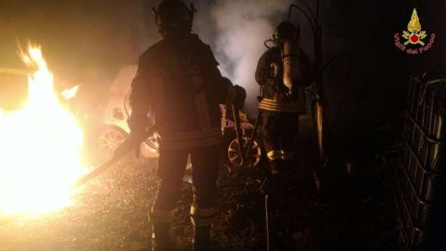 Auto in fiamme a San Cristoforo