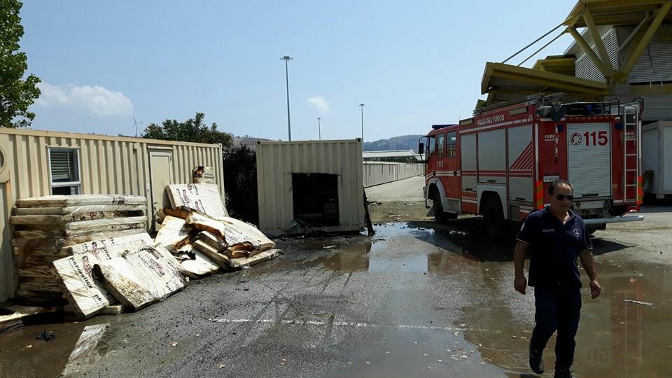 Protezione Civile container incendiati