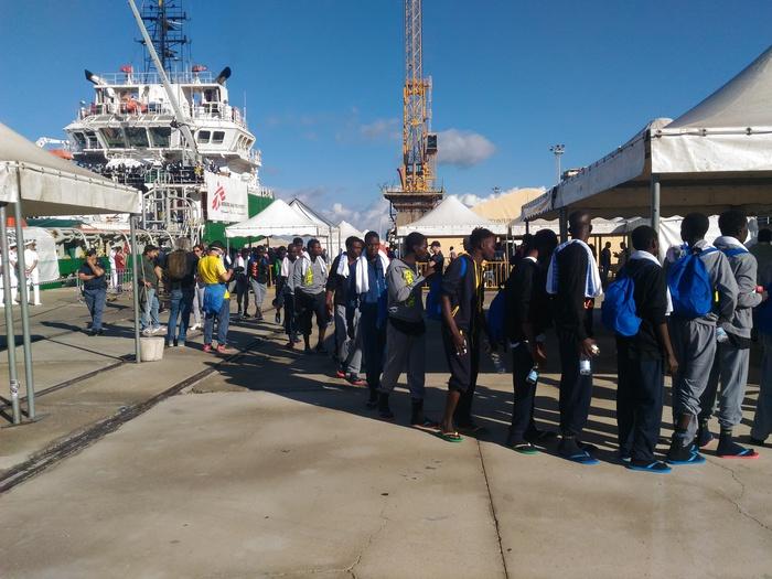 Migranti: sbarco da nave Bourbon Argos in porto Reggio Calabria