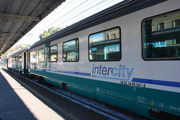 Da Reggio Calabria a Torino 29 ore in treno, odissea di un intercity