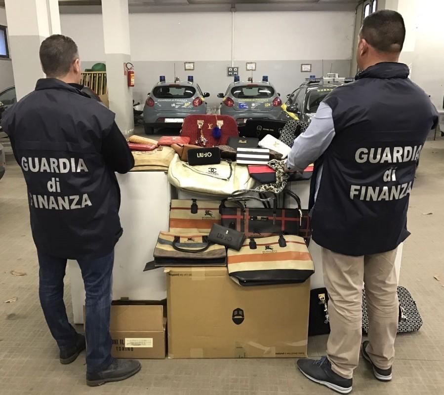 Sequestro capi contraffatti Cosenza