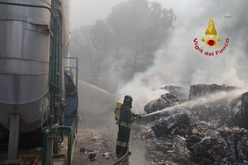 Messina 18_04_2017 Incendio Pace Discarica51