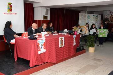 """Reggio - Alle 3 elementari """"Il mio diario"""" della Polizia: presentata oggi iniziativa"""