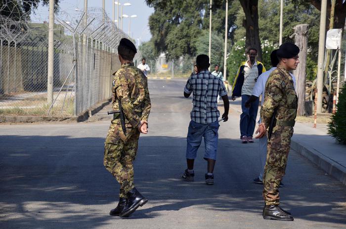Migranti, operazione Jonny, concessi domiciliari a parroco arrestato