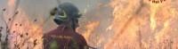 Un vigile del fuoco al lavoro per spegnere incendio in Calabria.