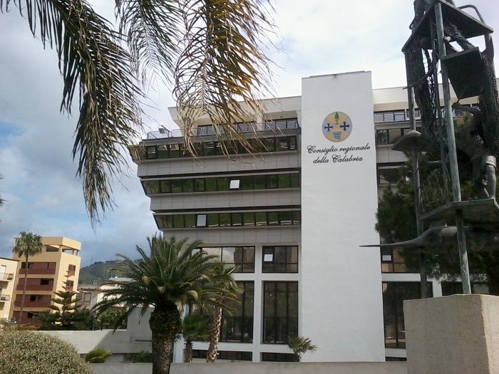 Il Palazzo del consiglio regionale della Calabria, provvedimenti in Commissione Bilancio
