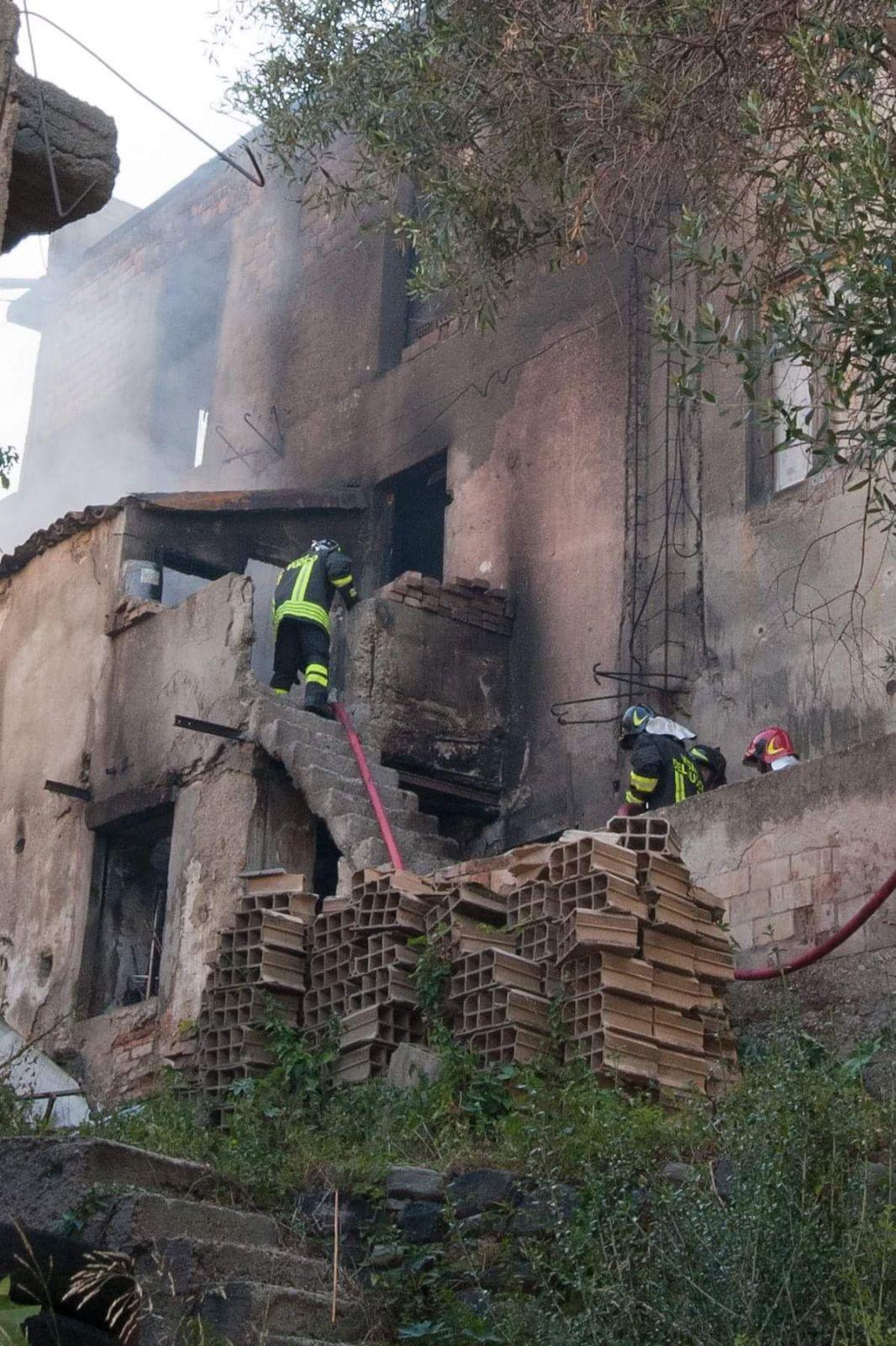Reggio Calabria - Incendio in via Ammendola