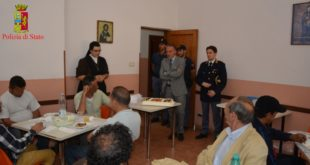 Polizia dona un dolce al centro Calabrò