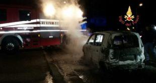 Catanzaro auto incendiata nel quartiere Aranceto