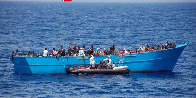 Migranti: soccorse 33 persone su barcone a Crotone