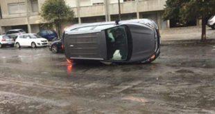 Nubifragio a Reggio Calabria, auto si ribalta, allagamenti e disagi