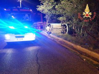 Soverato auto si ribalta sulla via Panoramica, due ragazze ferite