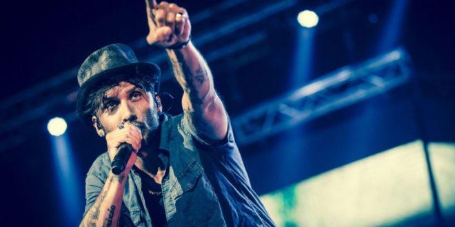 Fabrizio Moro in concerto alla Summer Arena di Soverato