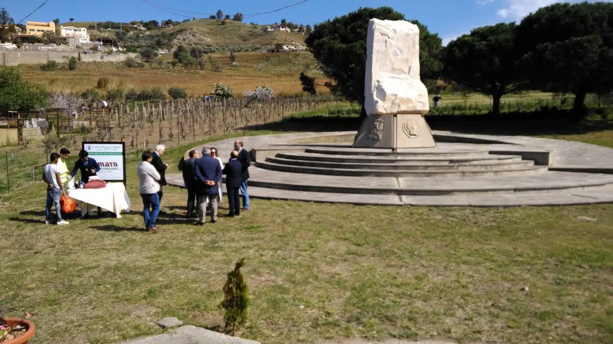 Reggio Calabria, monumento 38° Parallelo simbolo della Cultura e della Poesia