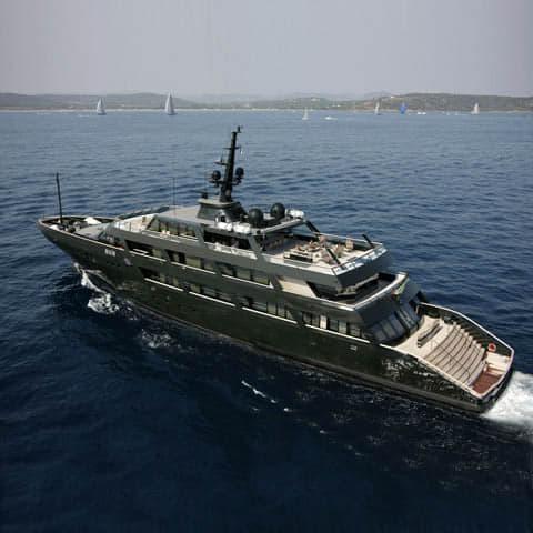 Giorgio Armani è sbarcato in Calabria con il suo mega ...